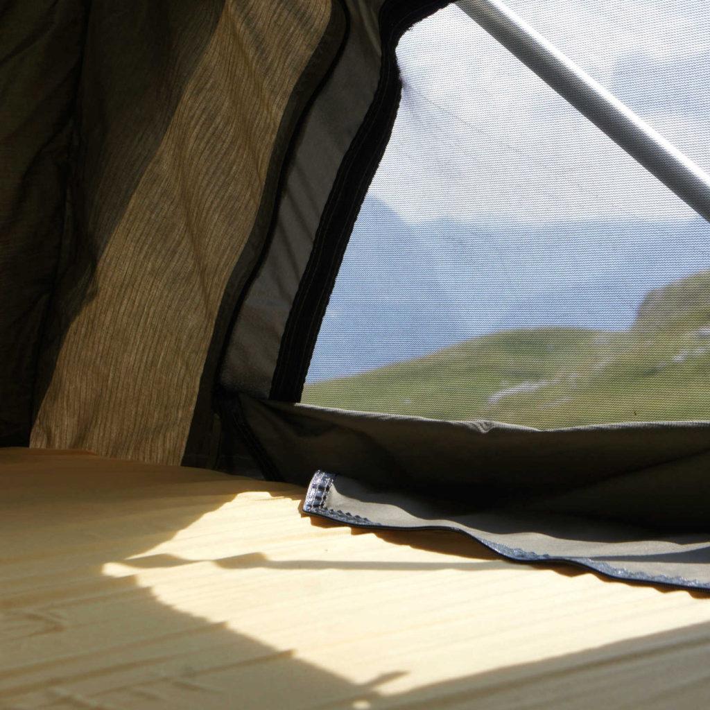 zicht vanuit de Sheepie Jimba Jimba daktent Mangart Slovenië