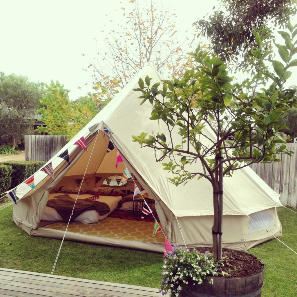 bell tent glamping staycation kamperen tuin