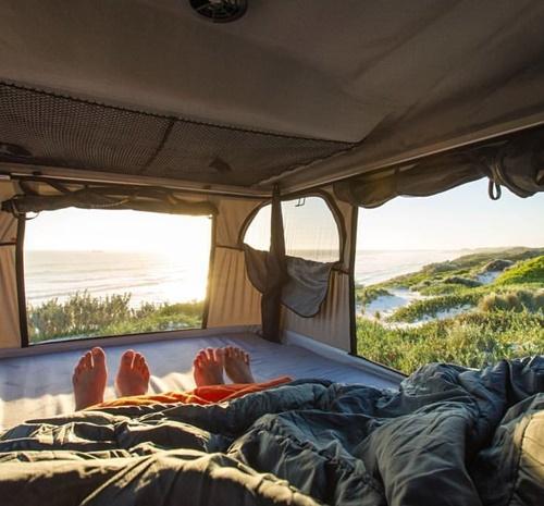 James Baroud Grand Raid daktent zee kamperen zonsondergang